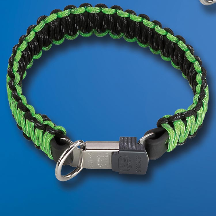 Paracord collar by Sprenger is available in different collors